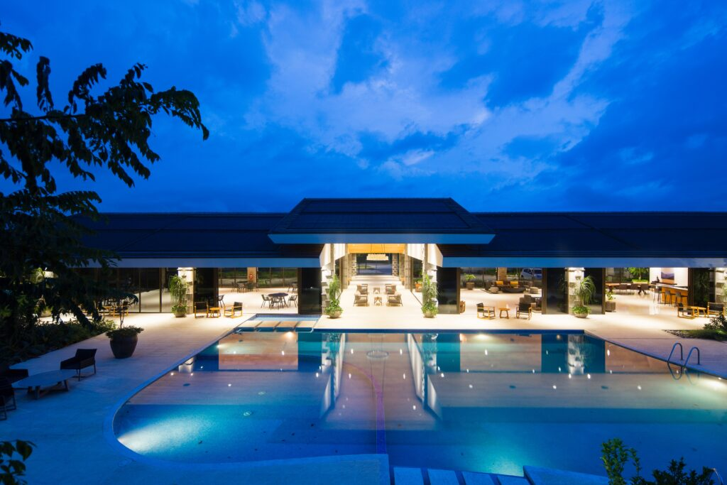 Piscina hotel de lujo